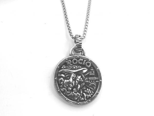 Colgante Virgen pastora acabado en plata  Rocío HIMNUM